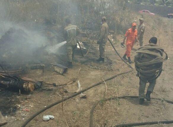 Guarnição do Corpo de Bombeiros debela incêndio em vegetação no Bairro Recanto dos Vinhais.