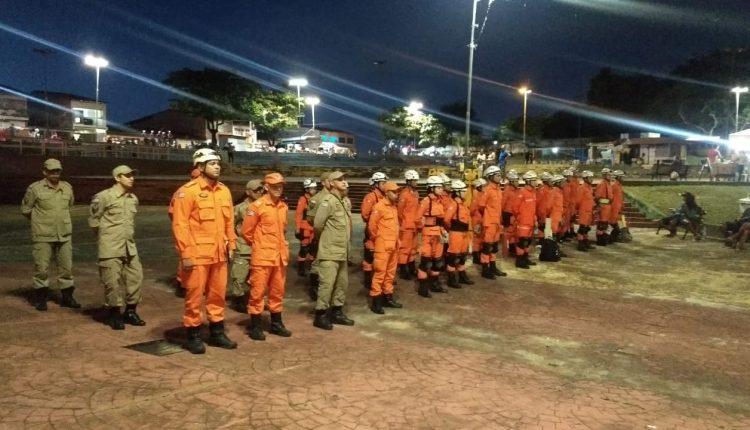 Bombeiros realizam operação de prevenção de acidentes durante o espetáculo da Via Sacra