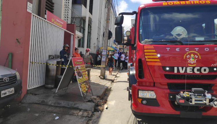 Equipe do 1º Batalhão de Bombeiros Militar debela incêndio em restaurante no Centro de São Luís