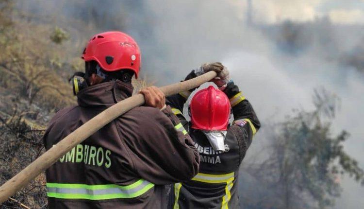 Bombeiros combatem incêndioem Pedreiras -MA