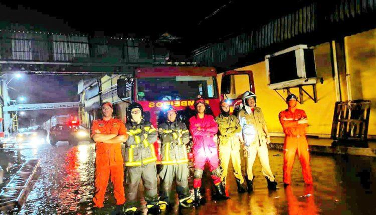 Bombeiros combatem incêndio em fábrica de álcool em gel na cidade de Codó