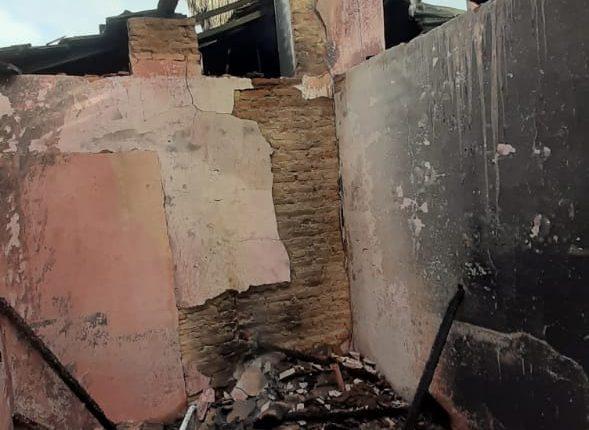 Equipe do 9° BBM combate incêndio em residência na cidade de Estreito