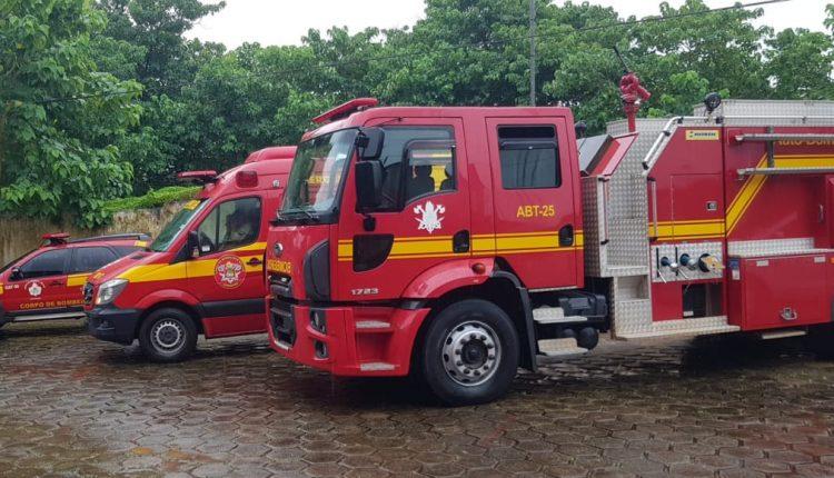 Vítima de colisão entre motocicleta e automóvel é socorrida por bombeiros do 10°BBM